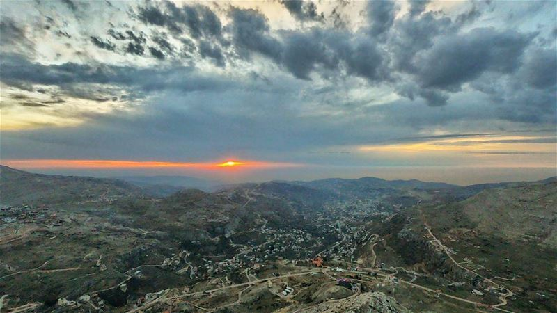 Went to the top then I went even higher and took this shot.Spectacular... (Faraya, Mont-Liban, Lebanon)